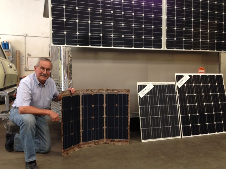 -Sicco-Westra-of-Giga-Solar-with-their-new-ultra-light-weight-solar-modules